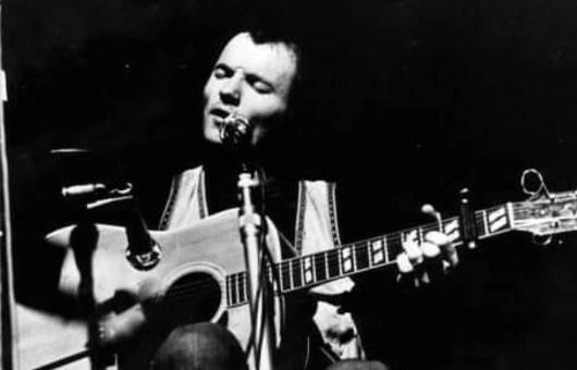 英フォーク・シンガー/ソングライター、マイケル・チャップマンが80歳で死去