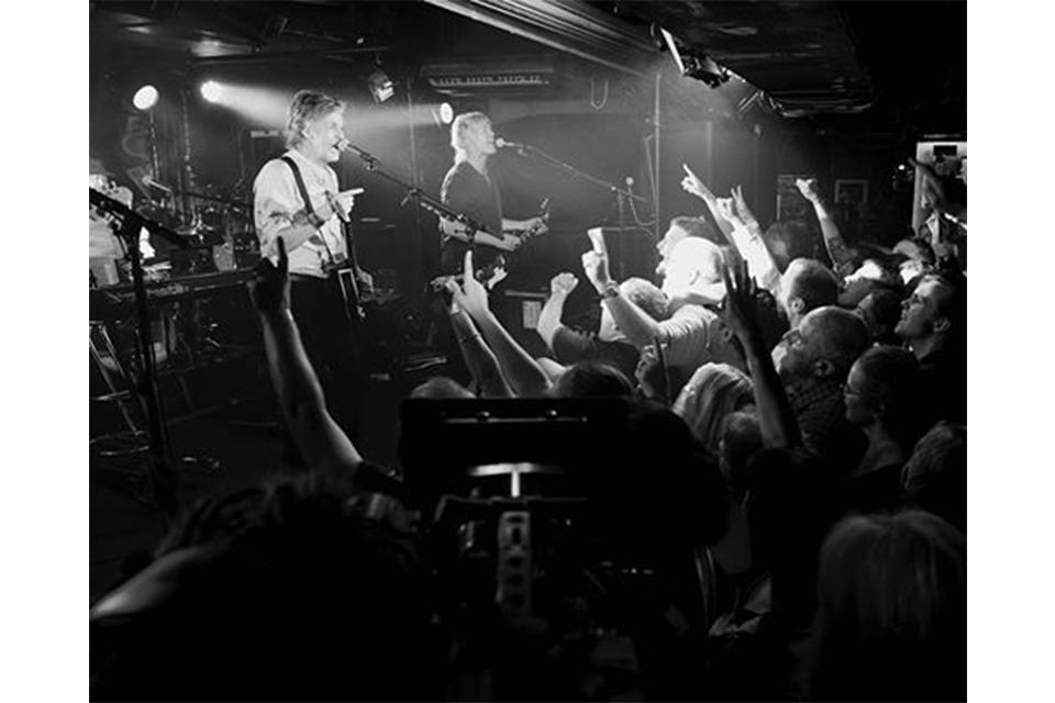 ポール・マッカートニーがキャヴァーン・クラブで無料のサプライズ・コンサート