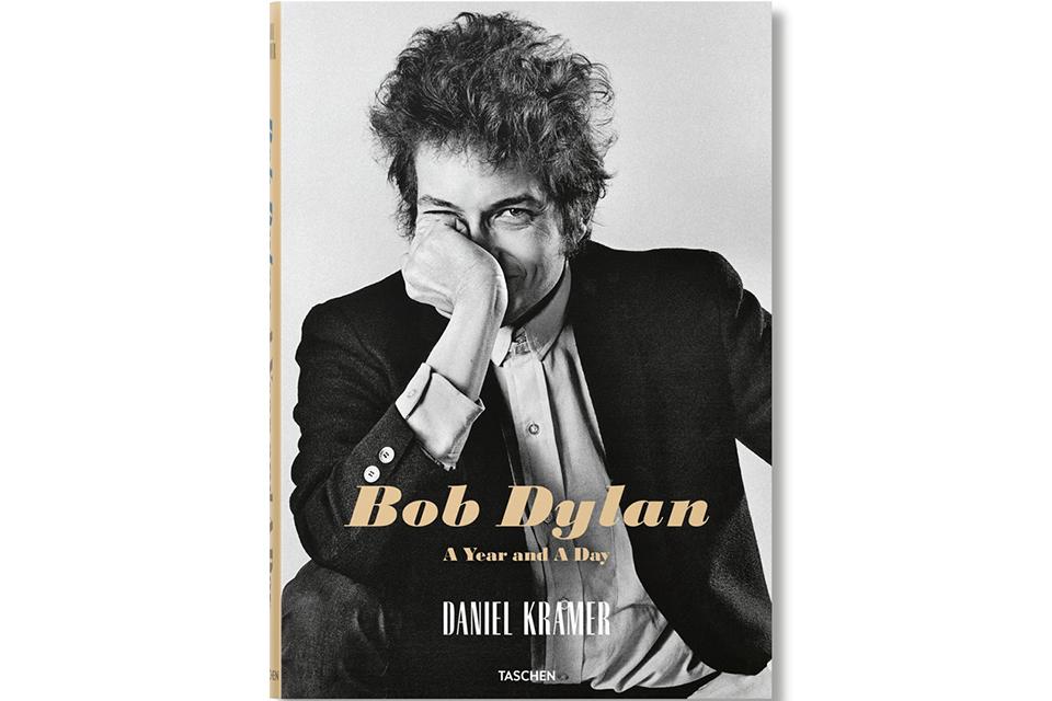 ボブ・ディランの写真集『A Year and A Day』が発売