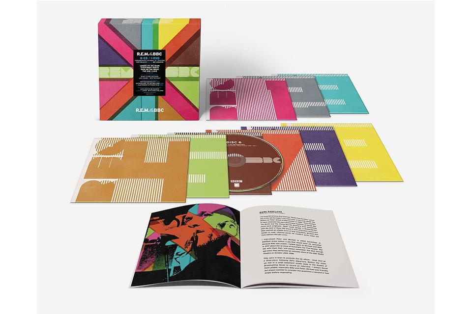 R.E.M.のBBCコレクション『R.E.M. at BBC』がリリース決定。8CD+1DVDの豪華ボックスのティザー映像も公開