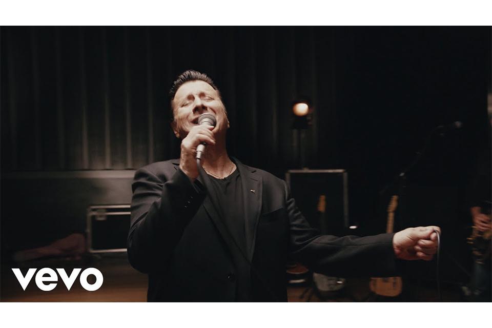 スティーヴ・ペリーが新曲「We're Still Here」のミュージック・ビデオをリリース