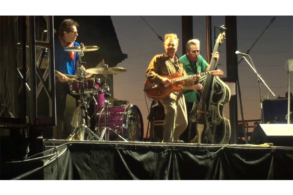 ストレイ・キャッツが来年25年ぶりのアルバムをリリース